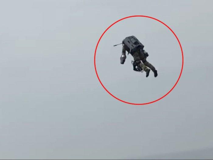 Viral Video Penampakan Jetpack Mirip 'Ironman Hitam', Bikin Netizen Heran