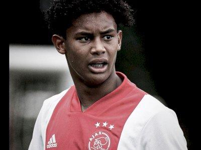 Pemain Berdarah Indonesia Noah Gesser Meninggal, Ajax Kibarkan Bendera Setengah Tiang