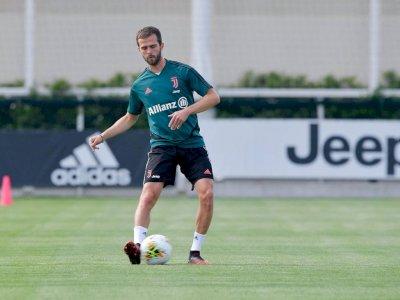 Pjanic Pengen Berseragam Juventus Lagi