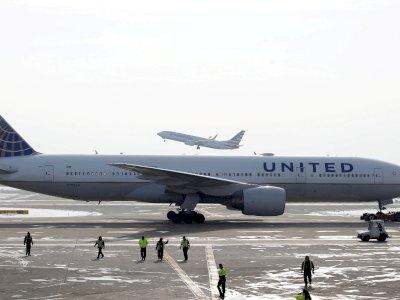 Pesawat United Airlines Gagal Terbang dan Dievakuasi, Gegara Kelakukan Bocah Ini
