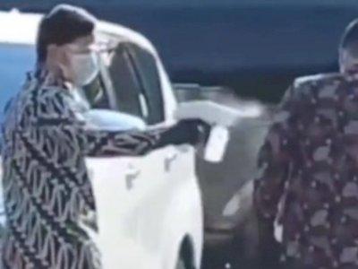 Viral Gibran Semproti Ajudannya dengan Cairan Disinfektan, Bak Bocah Main Pistol Air