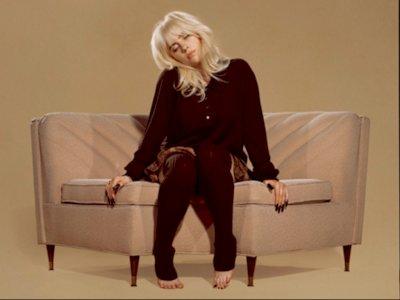Billie Eilish Rilis Album Kedua 'Happier Than Ever' Sekalius Sutradarai MV Titel Track