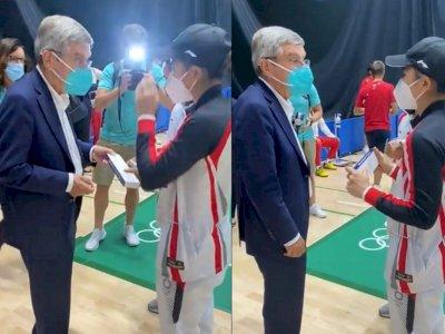 Momen Presiden Komite Olimpiade Hadiahi Jam Tangan ke Greysia/Apriyani: See You in Paris!