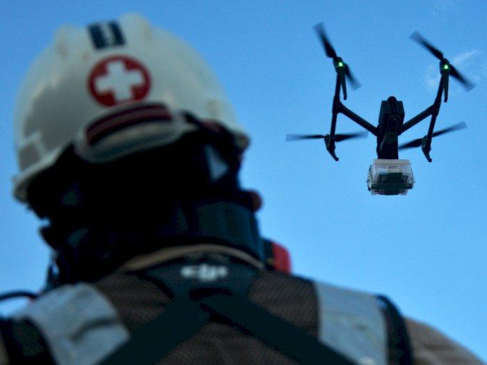 FOTO: Mengantar Obat Menggunakan Drone