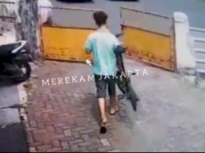 Detik-detik Maling Sepeda di Cideng Jakarta Pusat Terekam CCTV, Pelaku Dua Orang