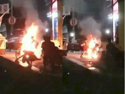 Heroik! Pemuda Dorong Sepeda Motor yang Terbakar ke Sungai, Telanjang Dada Lakukan Aksi