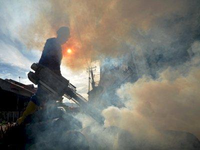 FOTO: Pencegahan DBD di Pemukiman  di Padang