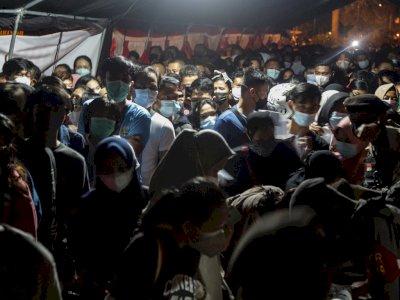FOTO: Antrean Pendaftaran Vaksinasi COVID-19 di Palangkaraya Membludak