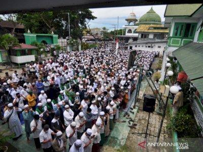 Puluhan Ribu Umat Islam di Palu Salatkan Jenazah Habib Saggaf, Meluber ke Badan Jalan