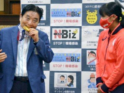 Gigit Medali Olimpiade, Kelakuan Wali Kota Nagoya Dapat Teguran