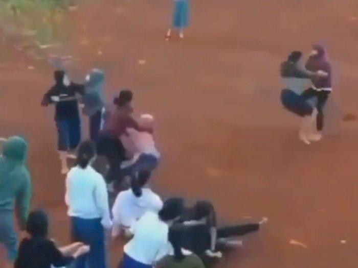 Viral Siswi SMK di Bojonggede Adu Jotos di Lapangan, Diduga Rebutan Cowok