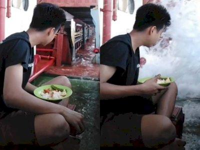 Ngakak! Niatnya Makan Sambil Melihat Ombak, Pria Ini Malah 'Dihancurkan' Kenyataan