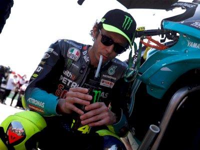 Valentino Rossi Resmi Pensiun dari MotoGP, Dikatakan Ingin Ganti ke Balap Mobil!
