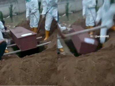 Detik-detik Petugas Pemakaman Terperosok saat Menurunkan Jenazah ke Dalam Liang Lahat