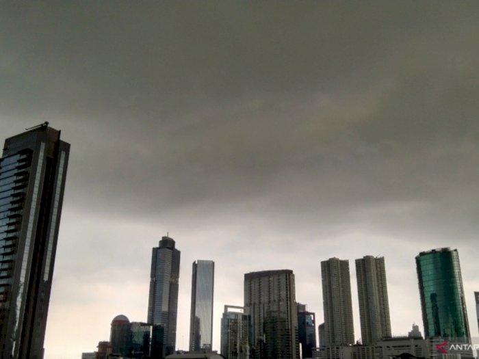 BMKG Prakirakan Hujan Kilat di Jaksel dan Jaktim Siang hingga Sore Nanti