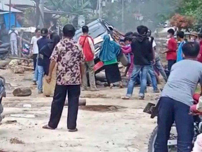 Asik Diberi Janji Manis Rehab Jalan dari Pemerintah, Warga Rusak Mobil Dinas di Sultra