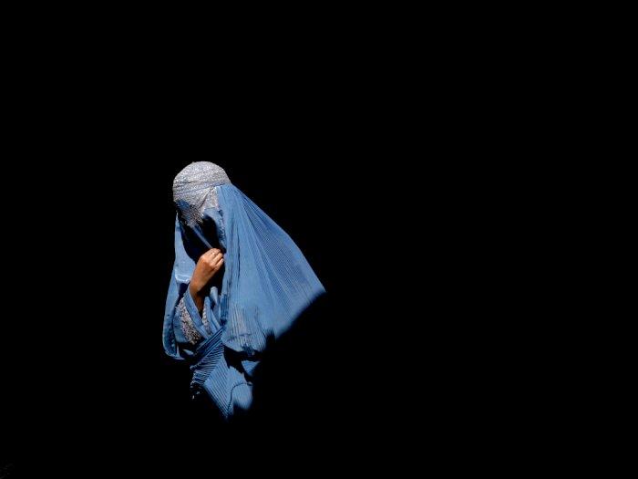Wanita di Afghanistan Berburu Burqa Usai Taliban  Ambil Alih Kekuasaan