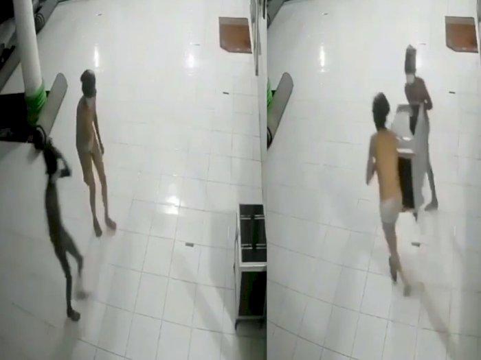 Viral 2 Pemuda Hanya Pakai Celana Dalam Curi Kotak Amal Masjid, Netizen: Kayak Tuyul