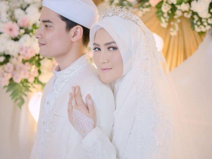 Henny Rahman Unggah Foto Pernikahan dengan Alvin Faiz, Didoakan Bahagia Till Jannah