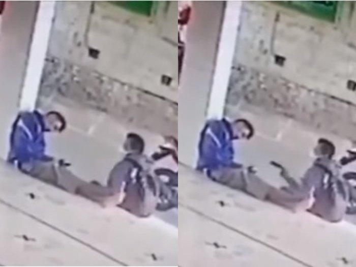 Detik-detik Pria Terekam CCTV Curi HP Pemuda yang Tertidur di Teras Masjid Pemalang