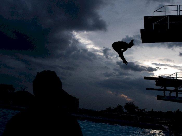 FOTO: Latihan Atlet Loncat Indah Jabar