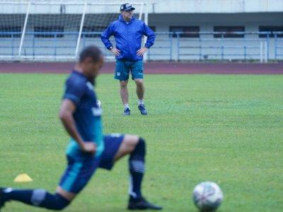 Duet Wander Luiz dan Geoffrey Castillion Tak Diturunkan saat Persib Lawan Bali United