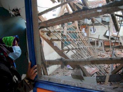FOTO: Atap Bangunan Kelas SDN Otista Bogor Ambruk