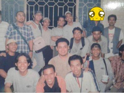 Viral Foto Jadul Ustad Abdul Somad di Mesir 1998, Netizen Salfok Rambut Gondrong: Ganteng!
