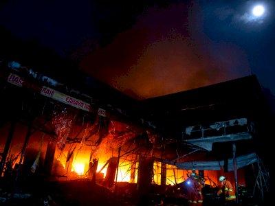 Kebakaran Swalayan Cahaya, Damkar Pastikan Kobaran Api Tak Merambat ke Permukiman