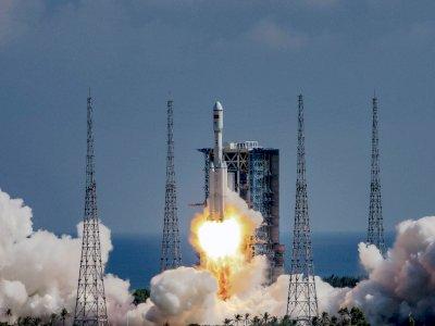 Anak-anak di China Saksikan Langsung Peluncuran Pesawat Ruang Angkasa Kargo Tianzhou-3