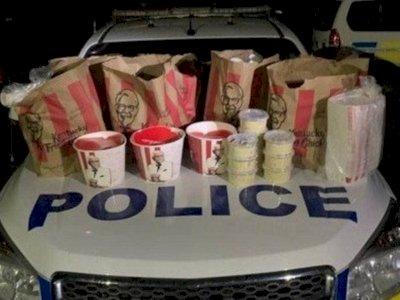 Dua Pria Ditangkap karena Menyelundupkan Ayam Goreng KFC di Tengah Pembatasan Covid-19