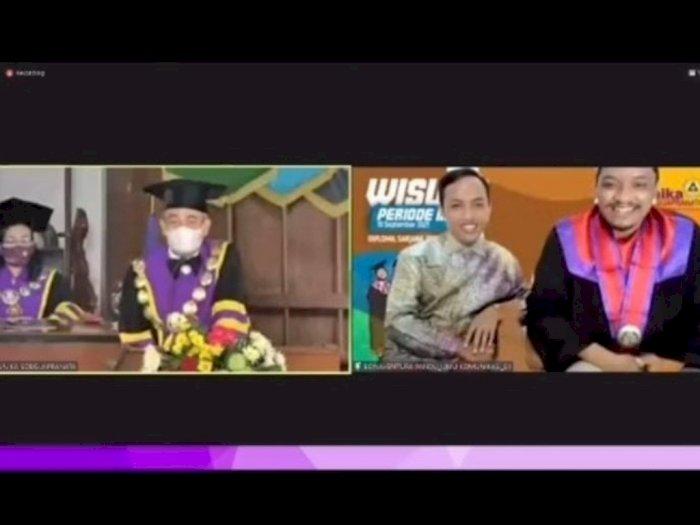 Kocak! Rektor Unika Prank Mahasiswa saat Wisuda Online
