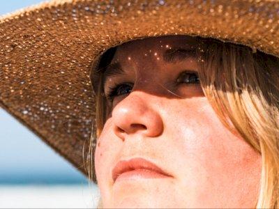 Cara Meratakan Warna Kulit Wajah yang Belang Akibat Sinar Matahari