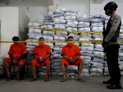 FOTO: Penggerebekan Pabrik Obat Ilegal di Bantul