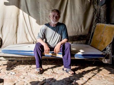 Setelah 33 Tahun Hidup Sendiri di Sebuah Pulau, Pria 82 Tahun Ini Akhirnya Pindah ke Kota