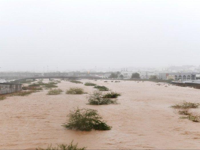 Tiga Orang Tewas karena Hantaman Topan Shaheen di Oman