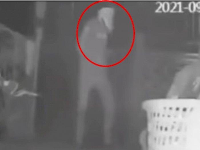 Video Pria Bertopeng Celana Dalam Beraksi di Rumah Warga, Curi Bra Hingga Lingerie