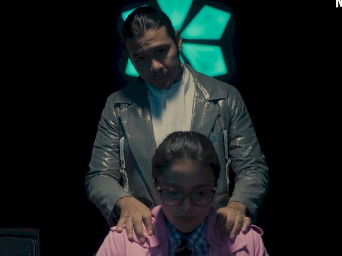 Chicho Jericho Jadi Pemimpin Sekte Misterius dalam Trailer Menegangkan 'A Wolrd Without'