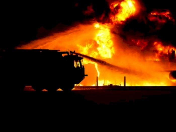 Mushola di Duren Sawit Terbakar, Puluhan Personel Damkar Dikerahkan