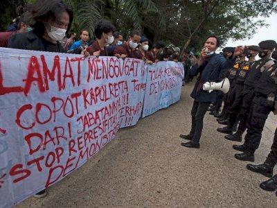 Protes Kekerasan Aparat Terhadap Demonstran, Ini Foto-fotonya