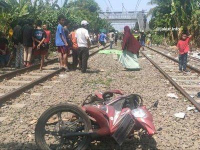Tragis, Pemotor Tewas Tertabrak Kereta Api di Tanjung Priok, Nekat Terobos Palang