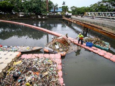 Antisipasi Banjir, Pemprov DKI Persiapkan Mekanisme  Penanganan Sampah di Jakarta