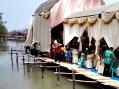 Bikin Deg-degan, Panggung Pernikahan Ini Digelar di Tepi Danau dan Beralaskan Papan Tipis
