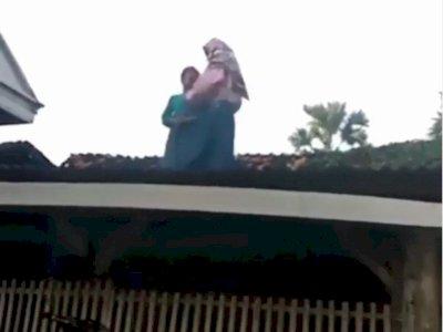 Bocah Perempuan Ini Asyik Berjoget TikTok di Atas Genteng, Endingnya Malah Begini
