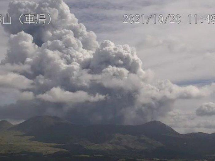 Gunung Aso di Pulau Kyushu Dilaporkan Meletus, Badan Meteorologi Tetapkan Status Level 3!
