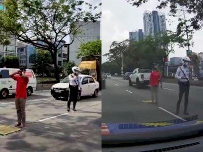 Polisi Ini Dipuji Netizen karena Jaga Pria Diduga ODGJ yang Salat di Tengah Jalan