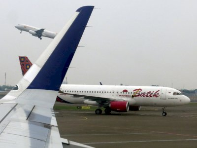 Wajib Tes PCR Jadi Syarat Naik Pesawat, Denny Siregar: Pak Jokowi Maaf, Ini Blunder