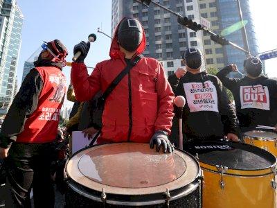 Ribuan Karyawan di Korea Selatan Pakai Kostum 'Squid Game' dan Gelar Demonstrasi Nasional