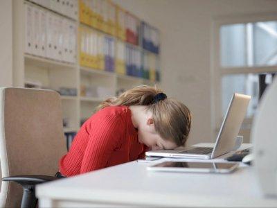 Ini Bahaya Tidur Sambil Duduk, Bisa Berakibat Fatal