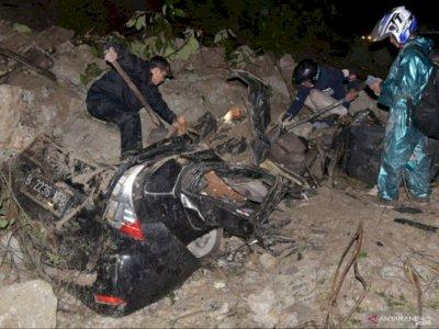 Pilu Ibu dan Anak Tewas di Dalam Mobil, Tertimpa Batu Raksasa saat Longsor di Sibolangit